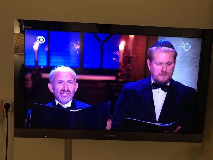 Jeroen Spitteler op televisie met Joodse cantors