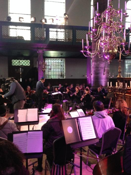 Foto van orkest in synagoge