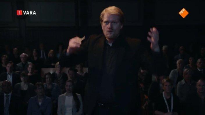 Jeroen Spitteler op televisie als dirigent van Barry Atsma's kamerkoor
