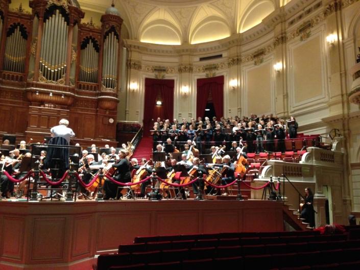Foto van Jacob Slagter die Midsummer Ensemble dirigeert