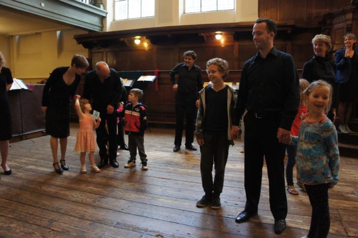 Foto van koor Photonen en kinderen tijdens Kinderconcert