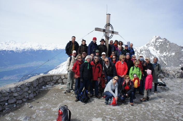 Foto van koor Fenix op concertreis bovenin de bergen van Innsbruck